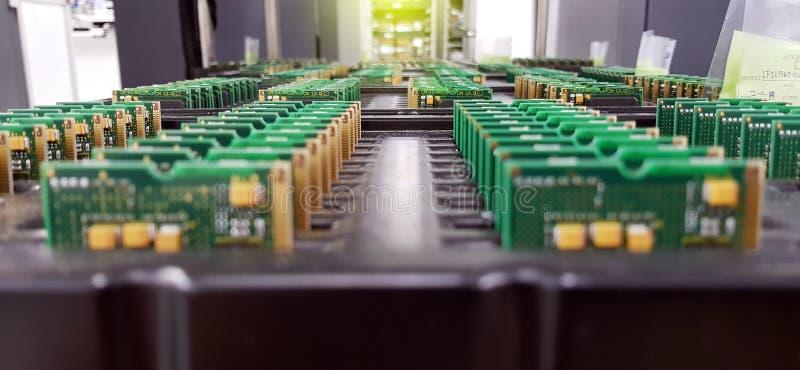 Servicios de la fabricaci?n de la electr?nica, asamblea del arreglo de la placa de circuito, primer del crudo de PCBA en bandeja fotografía de archivo libre de regalías