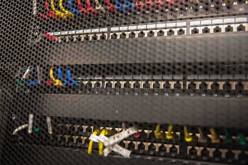 Servidores de red en sitio de los datos fotografía de archivo