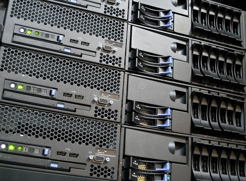 Servidores del ordenador del centro de datos imagen de archivo