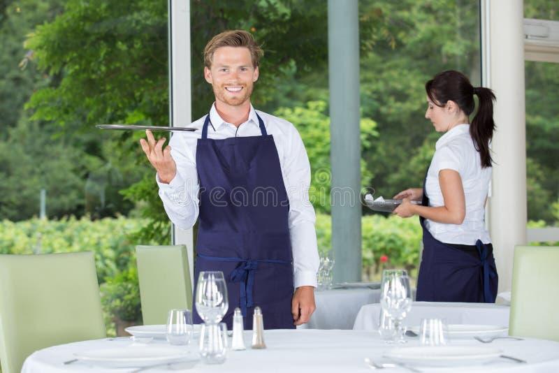 Servidores en el restaurante imagenes de archivo