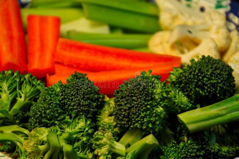 Servierplatte des frischen, klaren Gemüses lizenzfreies stockbild