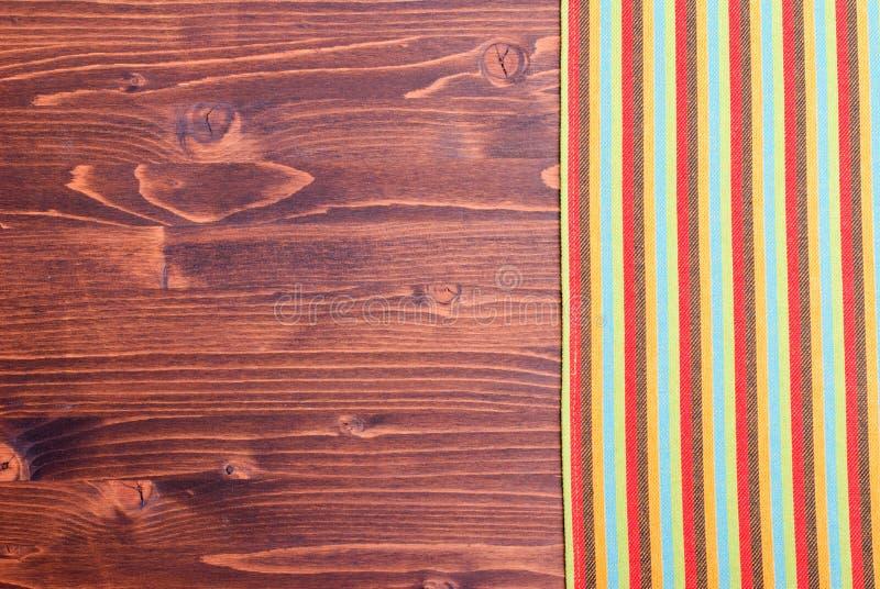 Serviette et panneau brun, l'espace gauche pour le texte photos stock