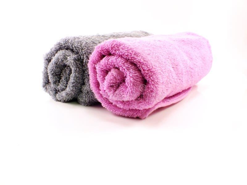 Serviette rose et grise de serviette sur le fond images libres de droits