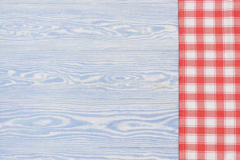 Serviette rouge au-dessus de table de cuisine en bois Vue de ci-dessus avec l'espace de copie image stock