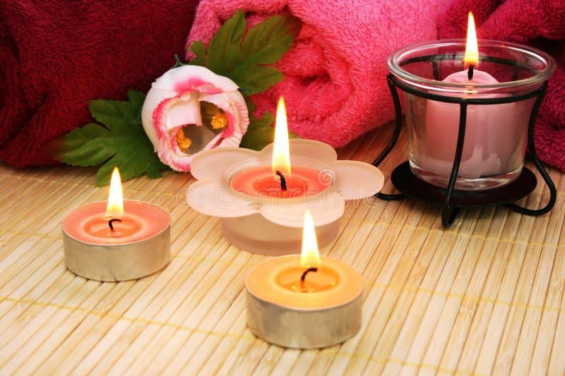Serviettes, savon, fleur, bougies photographie stock