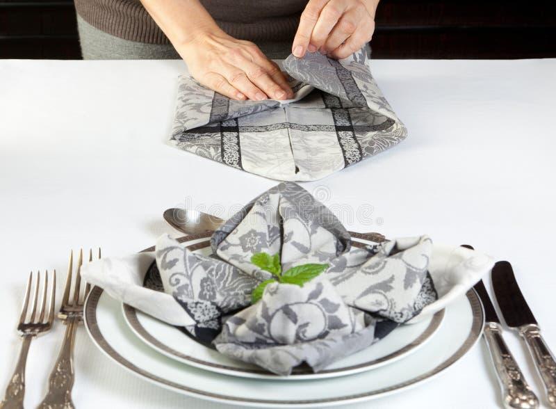 Serviettes se pliantes pour le dîner photo stock
