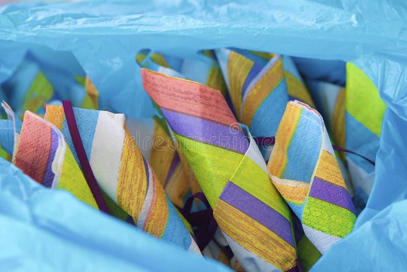 Servilletas coloridas del partido fotografía de archivo libre de regalías
