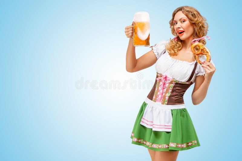 Servir chez Oktoberfest photographie stock libre de droits