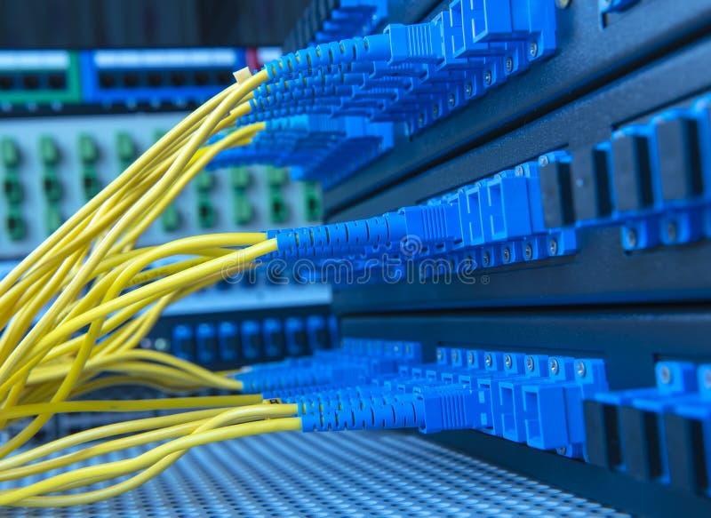 Servire con stile di tecnologia contro la fibra ottica immagine stock
