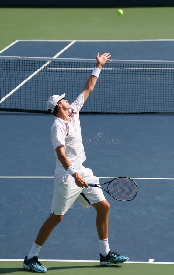 Servire di tennis di Isner immagine stock