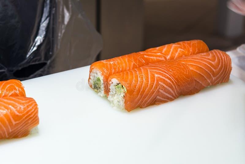Servire sushi da vicino immagini stock libere da diritti