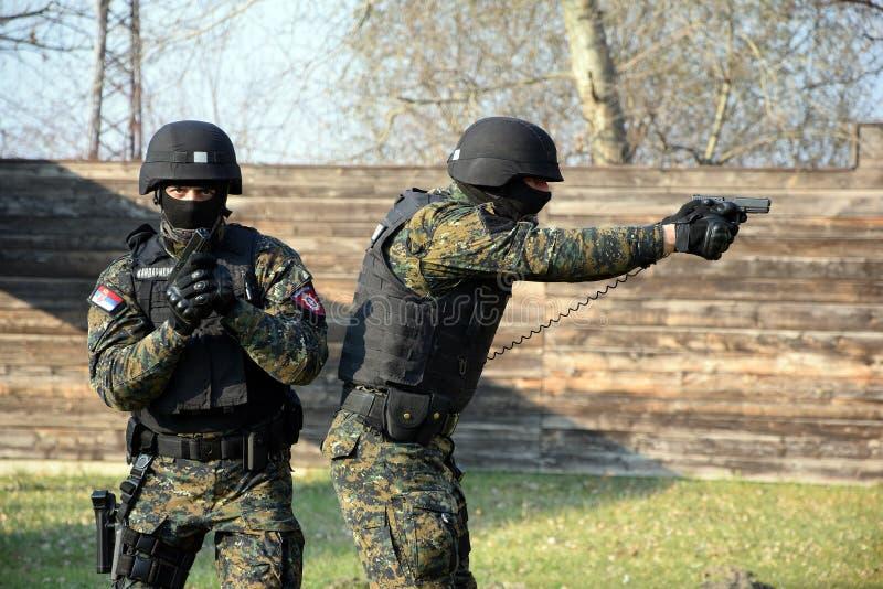 Servische Gendarmerieexploitanten stock foto