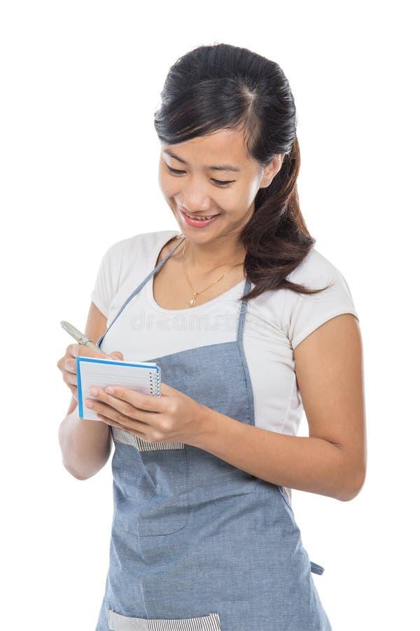 Servitris som tar en beställning arkivfoton