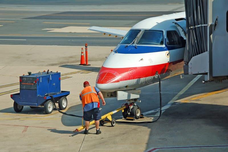 Servizio al suolo dell'aeroplano fotografie stock libere da diritti