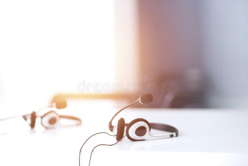 Servizio d'assistenza del supporto di comunicazione, della call center e di servizio di assistenza al cliente all'ufficio vuoto s immagini stock libere da diritti