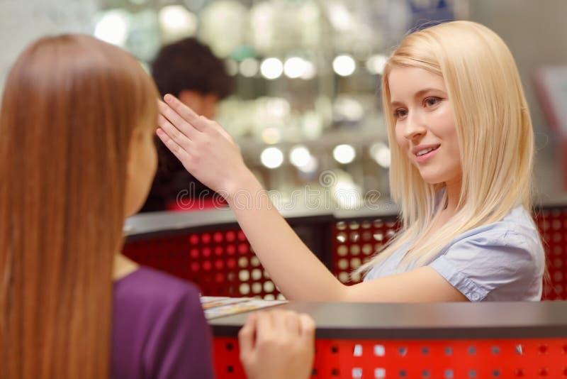 Servizio d'assistenza nel centro commerciale immagine stock
