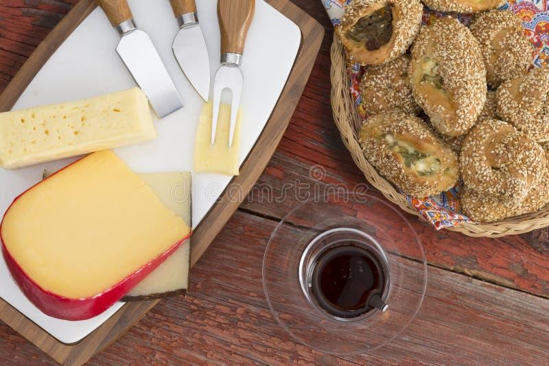 Servizio del formaggio di manchego, del gouda e dell'havarti immagini stock libere da diritti