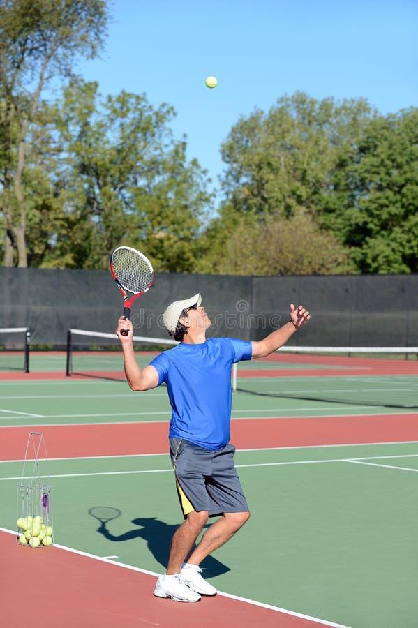 Servizio Del Giocatore Di Tennis Fotografia Stock Libera da Diritti