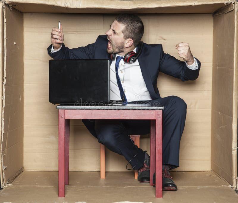 Servizio di assistenza al cliente pazzo degli impiegati for Assistenza velux telefono