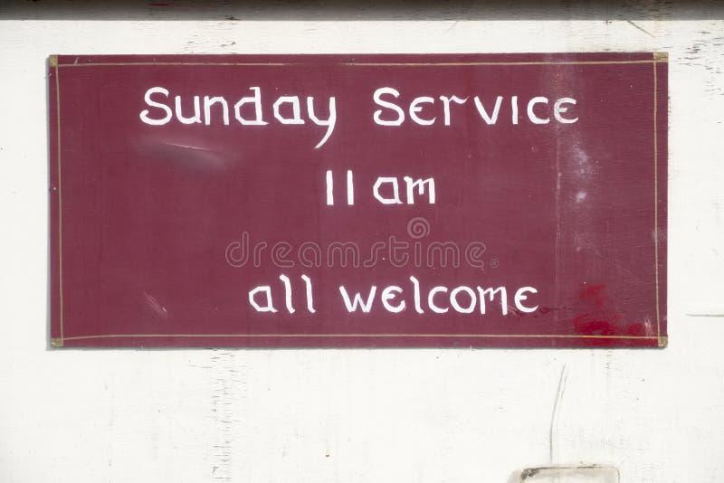 Servizio di domenica tutto il segno positivo alla chiesa per culto religioso fotografie stock libere da diritti