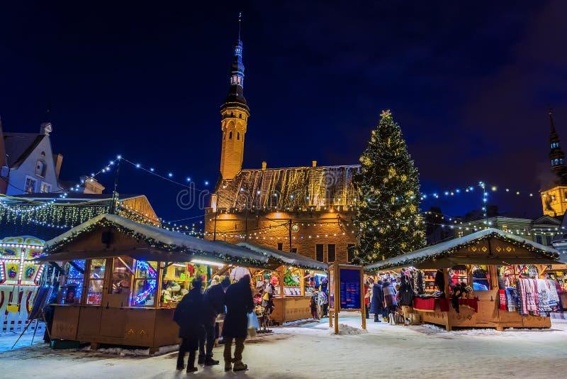 Servizio di natale a Tallinn, Estonia immagini stock