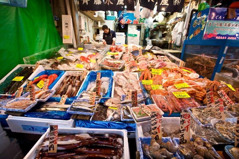 Servizio di pesci di Tsukiji Tokyo fotografia stock