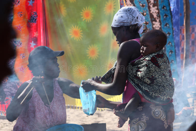 Servizio in Tofo, Mozambico fotografia stock