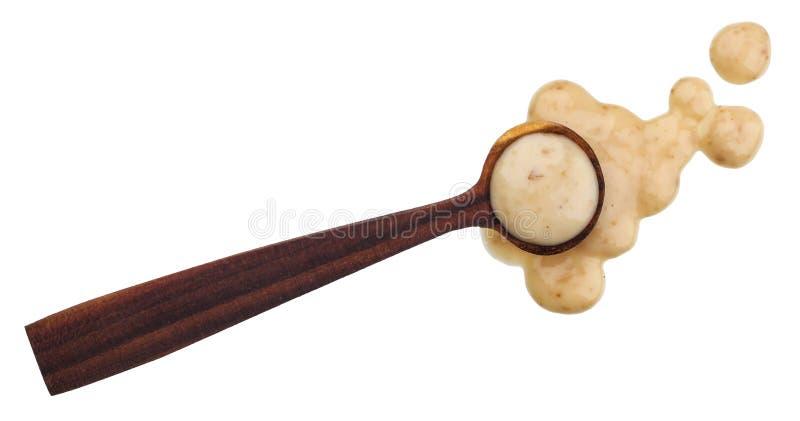 Sesamsaus met lepel op witte achtergrond wordt geïsoleerd die Hoogste mening royalty-vrije stock afbeelding