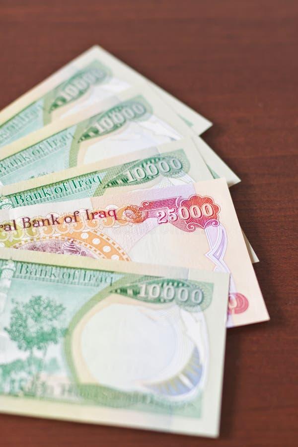 Sesenta y cinco mil dinares de Iraki fotos de archivo