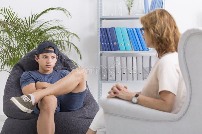 Sessão útil da psicoterapia para o adolescente foto de stock royalty free