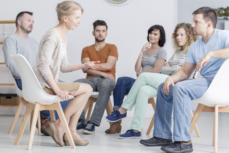 Sessão da psicoterapia do grupo imagem de stock