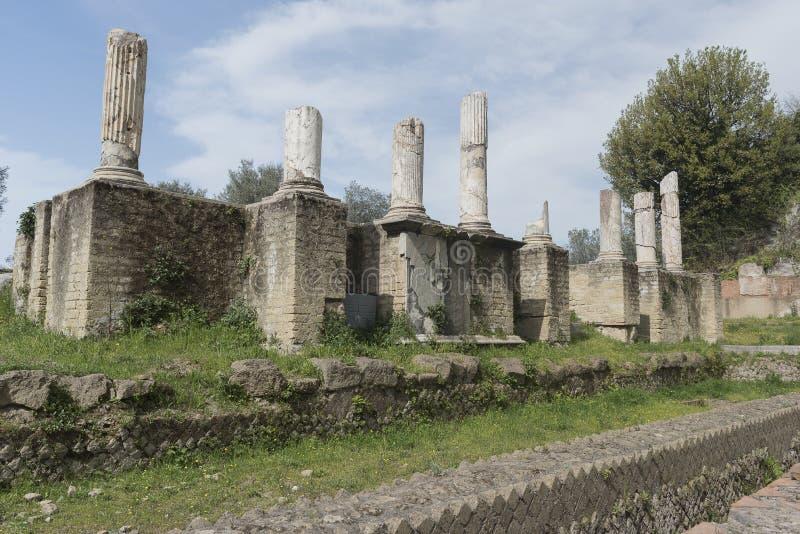 Sessa Aurunca, Italia, 3 de abril 2016 Vista del SE romano antiguo imágenes de archivo libres de regalías