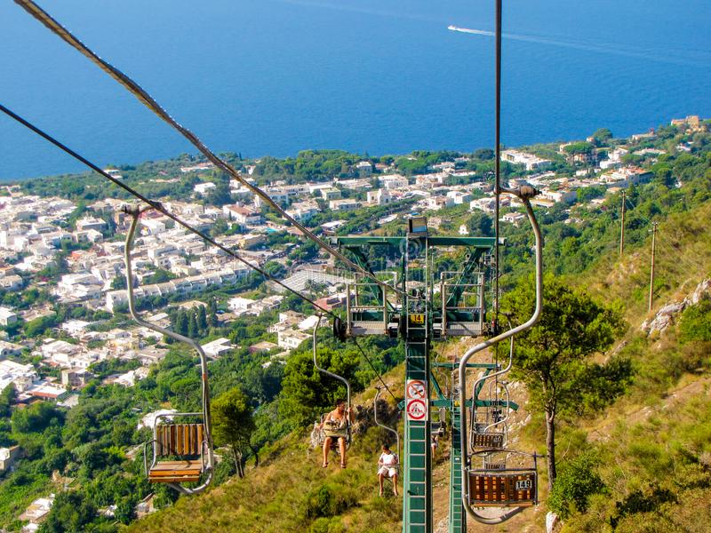 Sessellift auf Monte Solaro, Capri, Italien stockfotos