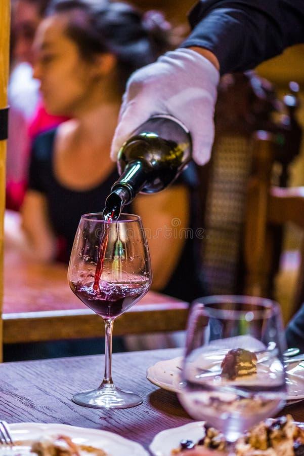 Session d'échantillon professionnelle de vin rouge images stock