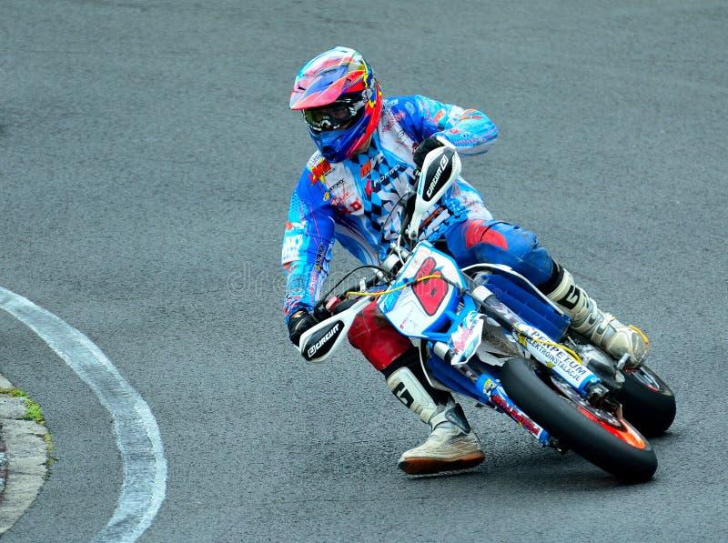 Session d'équitation de moto au centre de course de WallraV photo stock