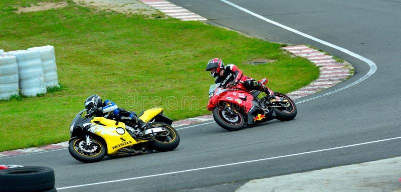 Session d'équitation de moto au centre de course de WallraV photographie stock libre de droits