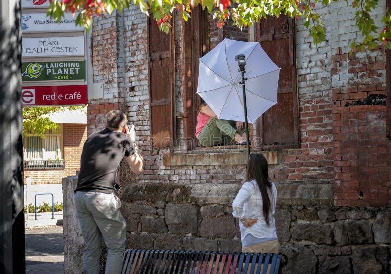 Sessione di foto urbana del ritratto Portland del centro, Oregon immagini stock libere da diritti