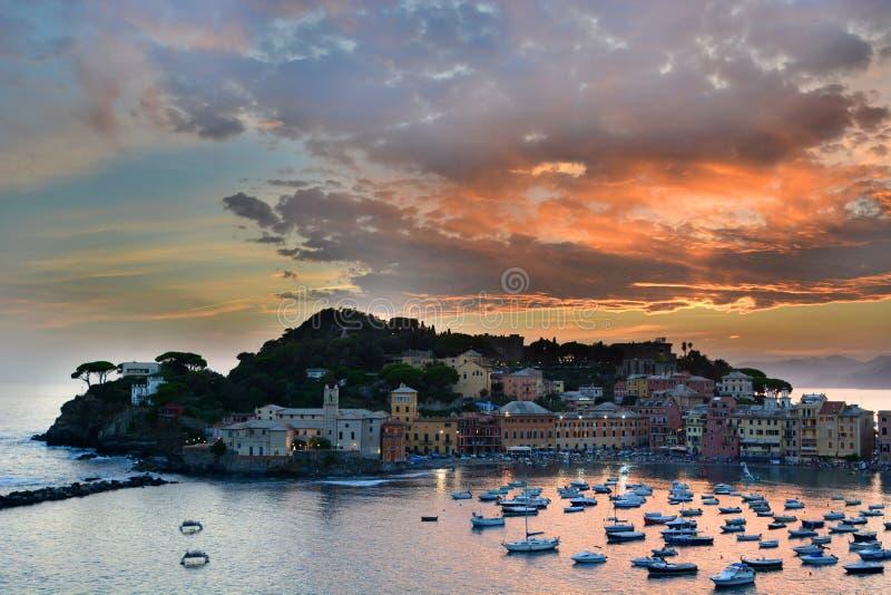 Sestri Levante efter solnedgången italy liguria royaltyfria foton
