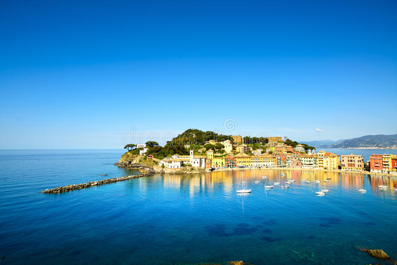 Sestri Levante, mar da baía do silêncio e opinião da praia. Liguria, Itália foto de stock