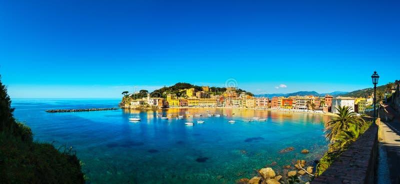 Sestri Levante, mar da baía do silêncio e panorama da praia Liguria, AIE fotografia de stock royalty free