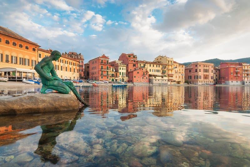 Sestri Levante, nascer do sol na baía do silêncio, Itália imagem de stock royalty free