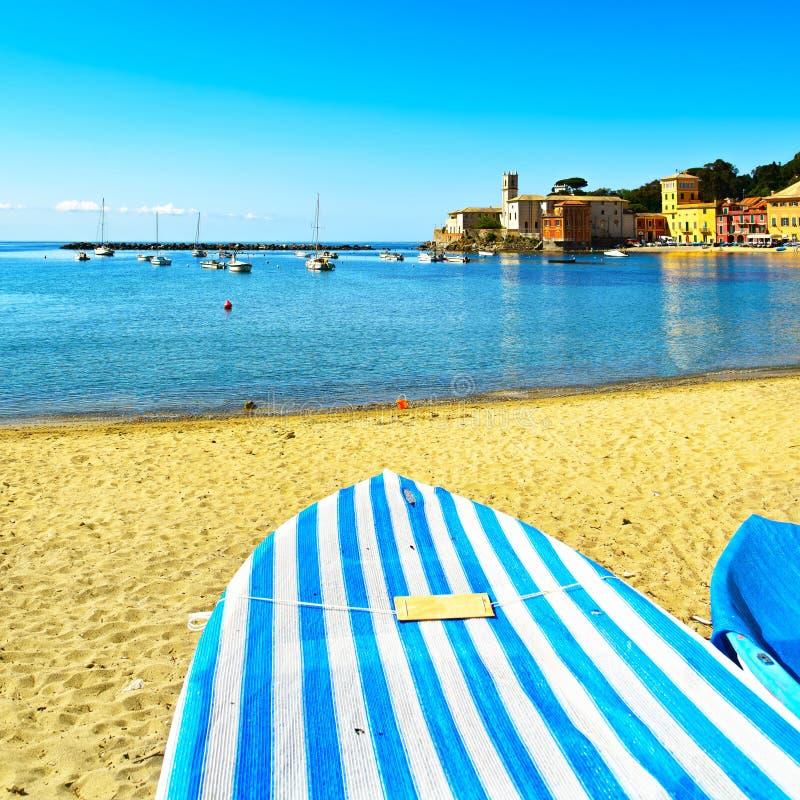 Sestri Levante, opinião do mar da baía do silêncio, do barco e da praia Liguria, I fotos de stock
