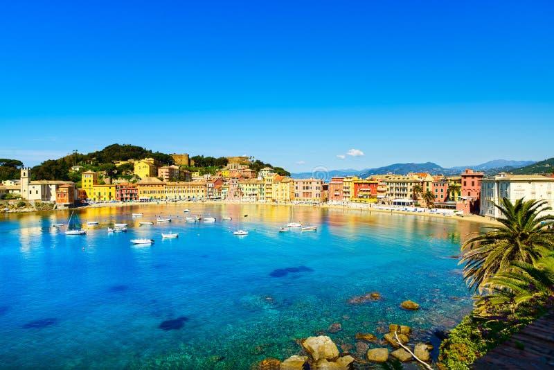 Sestri Levante, porto do mar da baía do silêncio e opinião da praia. Liguria, imagens de stock