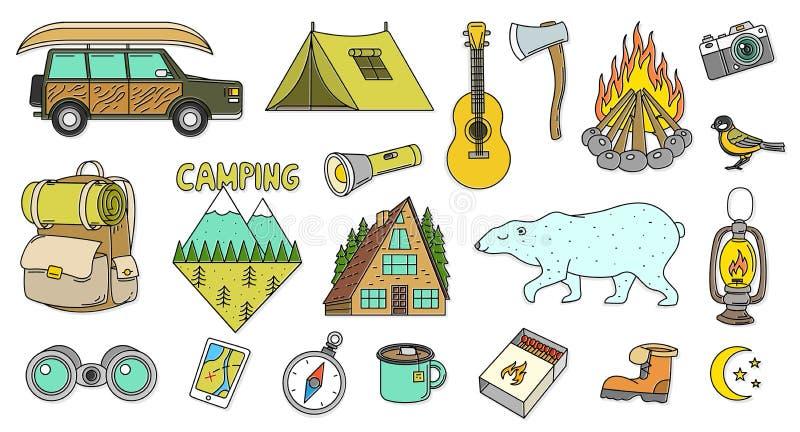 Set śliczni campingowi elementy Wyposażenie w lasowych majcherach, doodle szpilki, łaty Halny ognisko mapy kompasu niedźwiedź royalty ilustracja