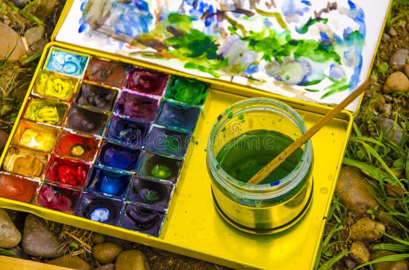 Set akwareli paintbrushes dla malowa? zbli?enie i farby obraz stock