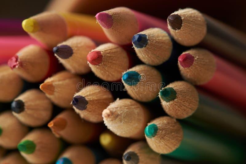 Set av färgrika blyertspennor royaltyfri foto