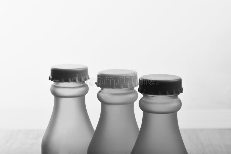 Set butelki w różnym kolorze Energetyczni napojów zbiorniki zdjęcie royalty free