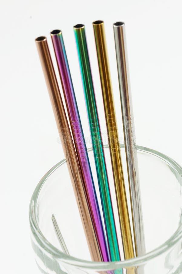 Set 5 coloured stali nierdzewnych słoma w szkle zdjęcie stock