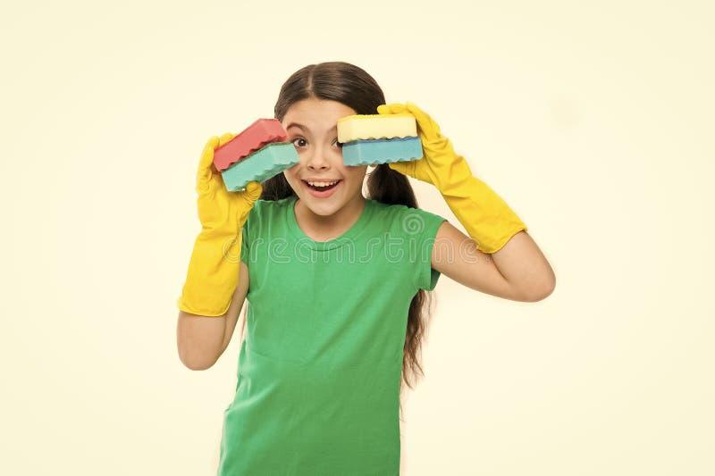 Set czy?ci g?bki dla jej potrzeb Ma?y housemaid gotowy dla gospodarstwo domowe pomocy Czy?ci? i my? w g?r? ma?y obrazy royalty free