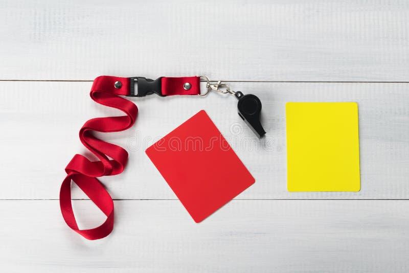 Set dla arbitra meczu piłkarskiego gwizd i dwa karty na lekkim tle zdjęcie royalty free